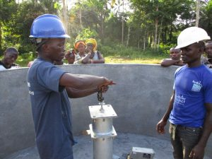 The Water Project : 20-sierraleone5130-pump-installation