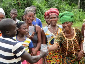 The Water Project : 35-sierraleone5130-clean-water