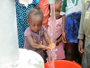 The Water Project : 38-sierraleone5130-clean-water