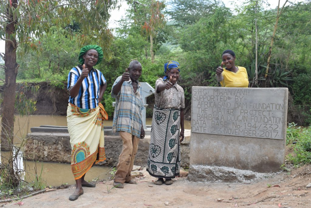 The Water Project : 6-kenya4794-clean-water