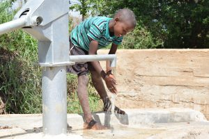 The Water Project : 8-kenya4789-clean-water