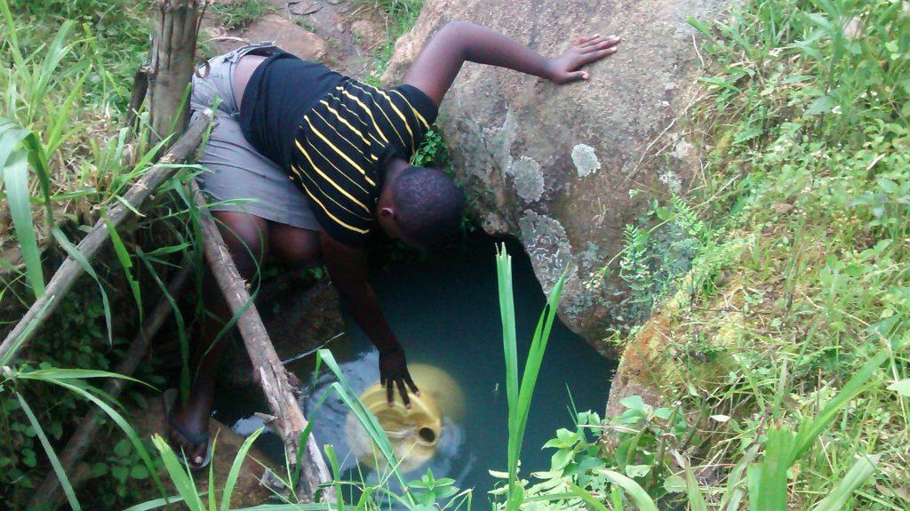 The Water Project : 11-kenya18014-mungavo-spring