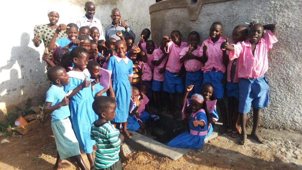 The Water Project : 15-kenya4672-clean-water