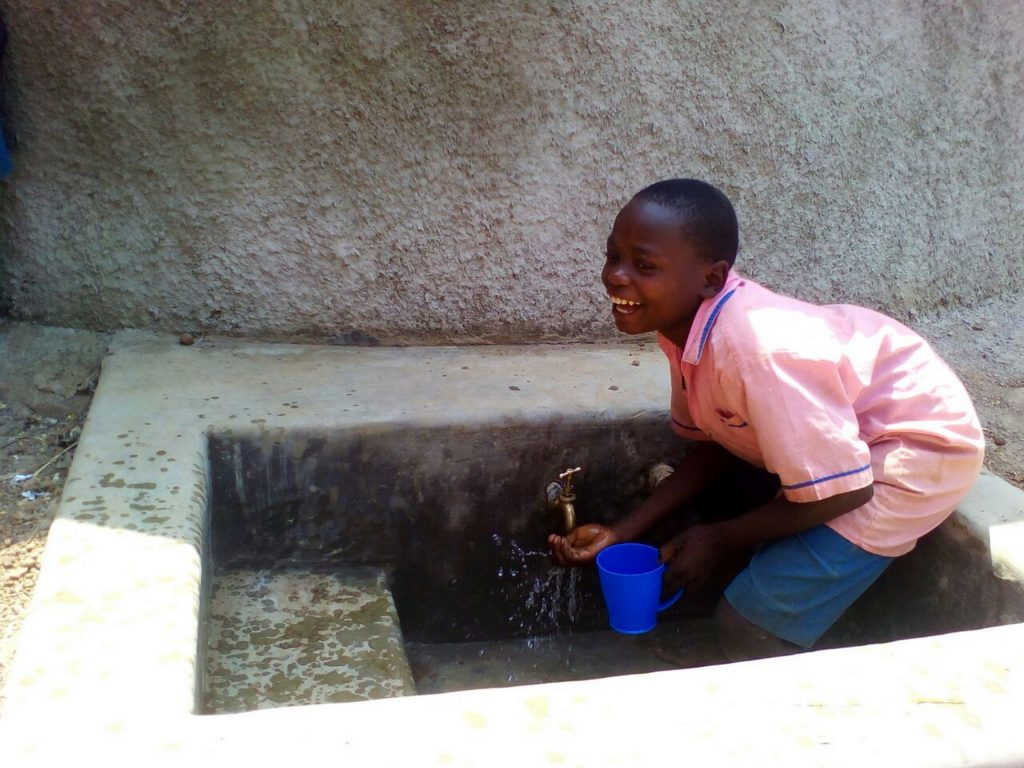 The Water Project : 16-kenya4672-clean-water