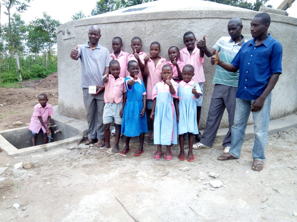 The Water Project : 17-kenya4688-clean-water
