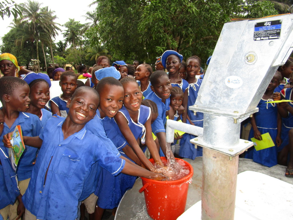 The Water Project : 22-sierraleone5126-clean-water