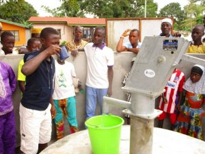 The Water Project : 22-sierraleone5127-clean-water