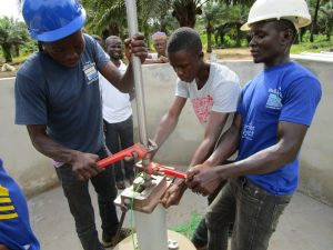 The Water Project : 22-sierraleone5132-pump-installation
