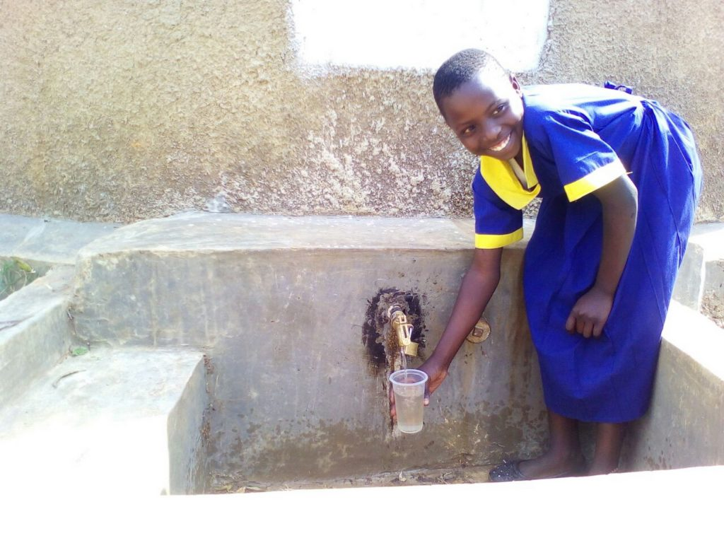 The Water Project : 23-kenya4691-clean-water