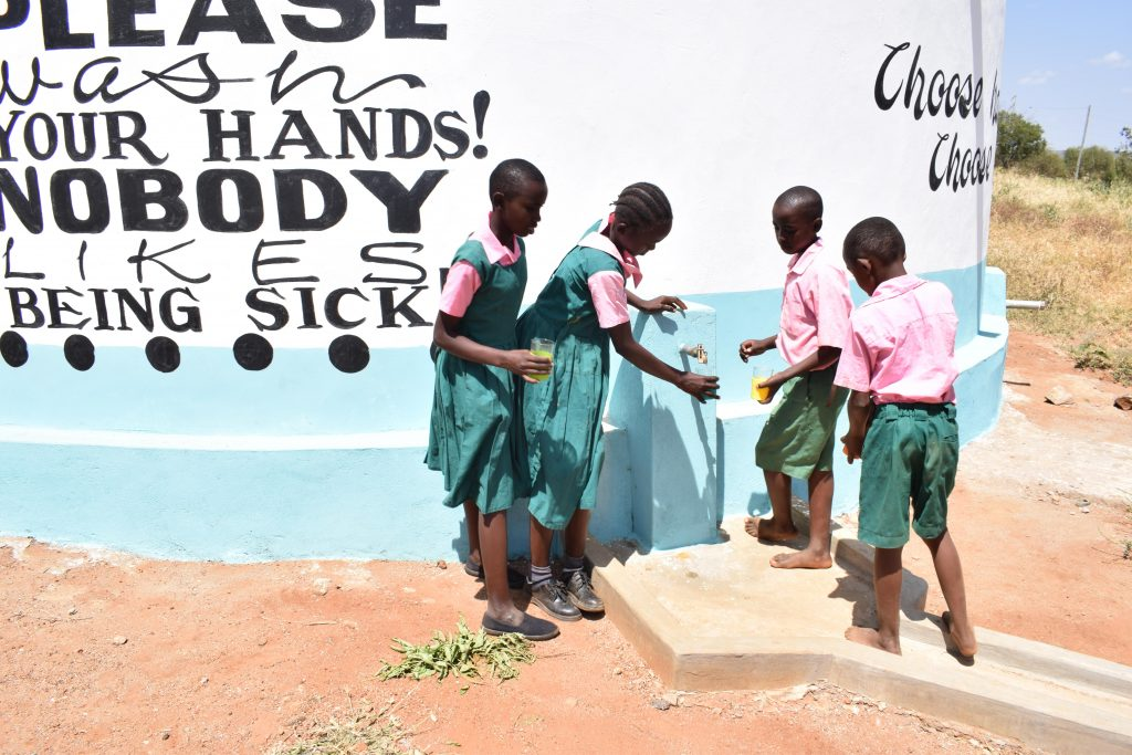 The Water Project : 23-kenya4796-clean-water