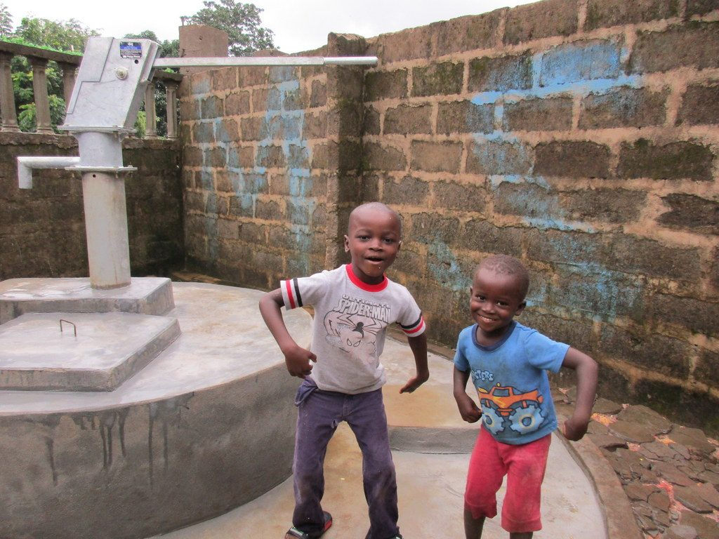 The Water Project : 23-sierraleone5125-clean-water