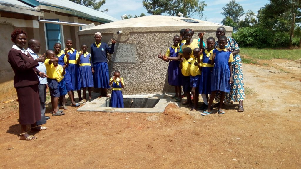 The Water Project : 26-kenya4681-clean-water