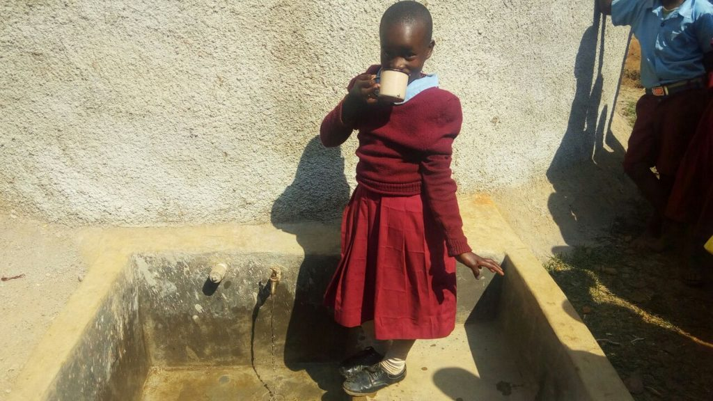 The Water Project : 28-kenya4678-clean-water