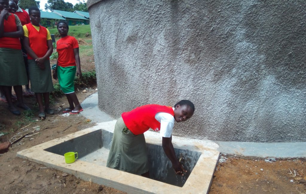 The Water Project : 28-kenya4685-clean-water