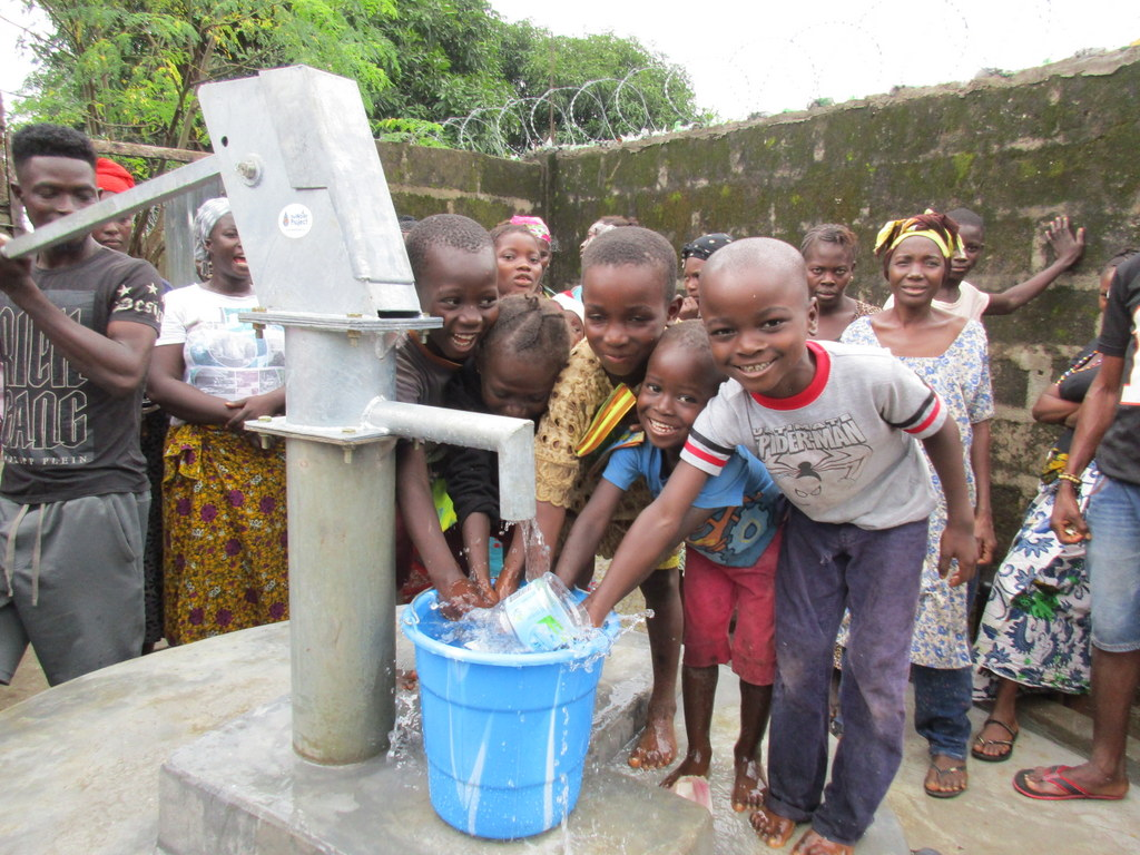 The Water Project : 29-sierraleone5125-clean-water