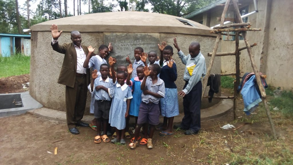 The Water Project : 30-kenya4836-clean-water