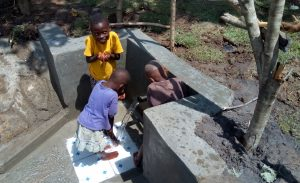 The Water Project : 32-kenya4747-clean-water