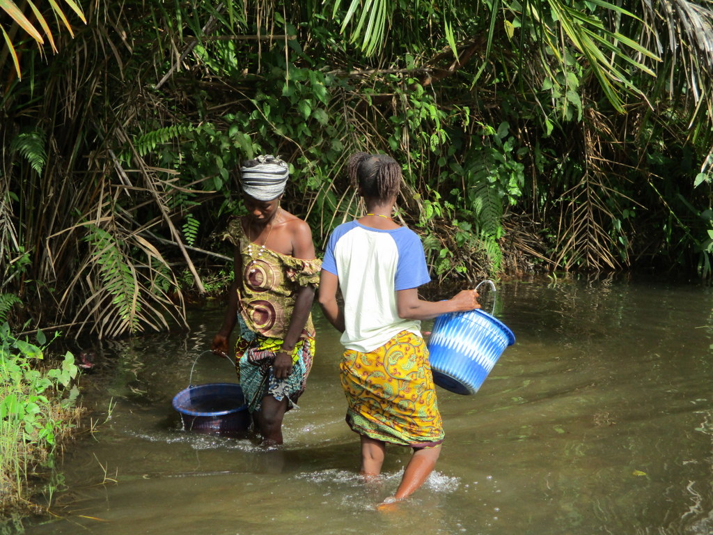 The Water Project : 10-sierraleone18252-fetching-water