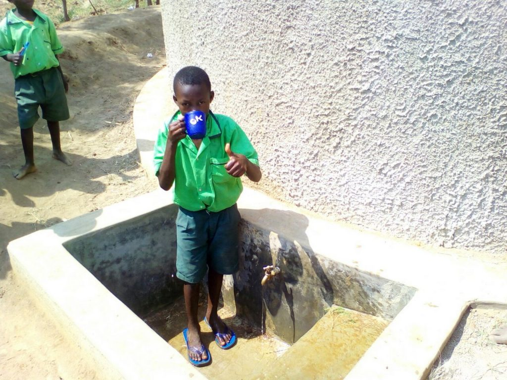 The Water Project : 14-kenya4692-clean-water