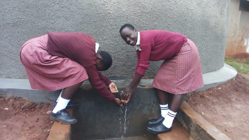 The Water Project : 21-kenya4690-clean-water