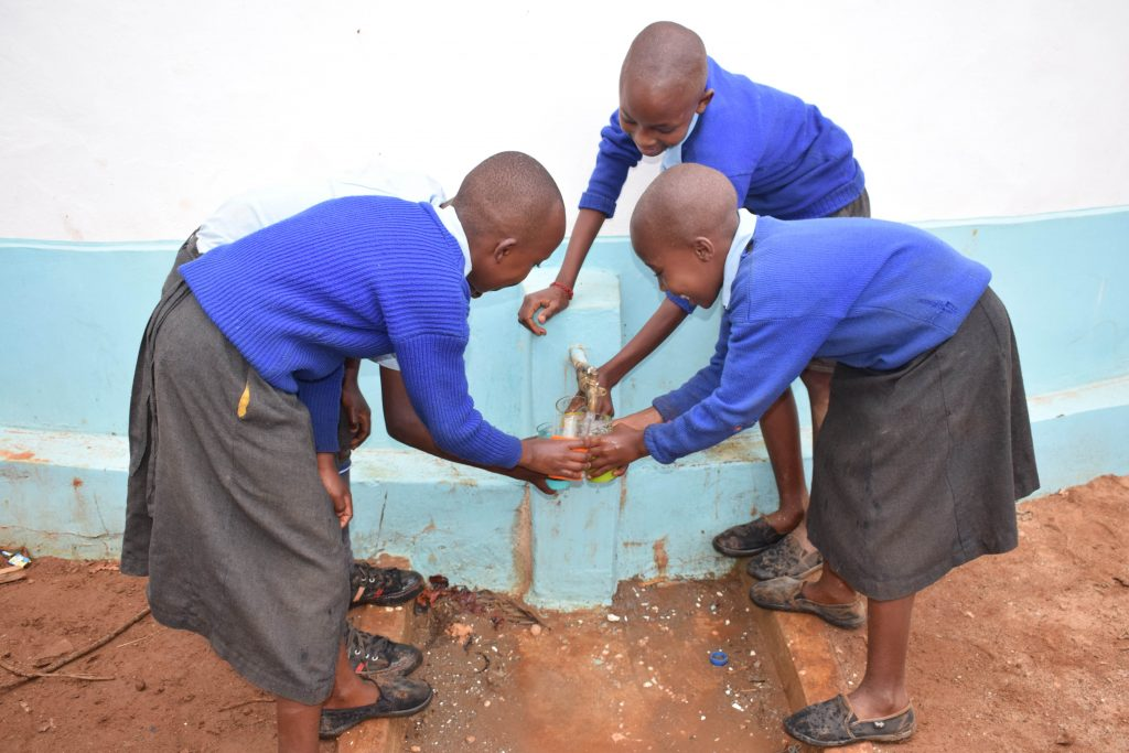 The Water Project : 21-kenya4799-clean-water