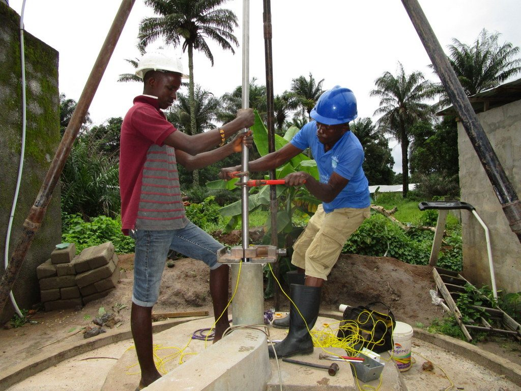 The Water Project : 23-sierraleone5128-pump-installation