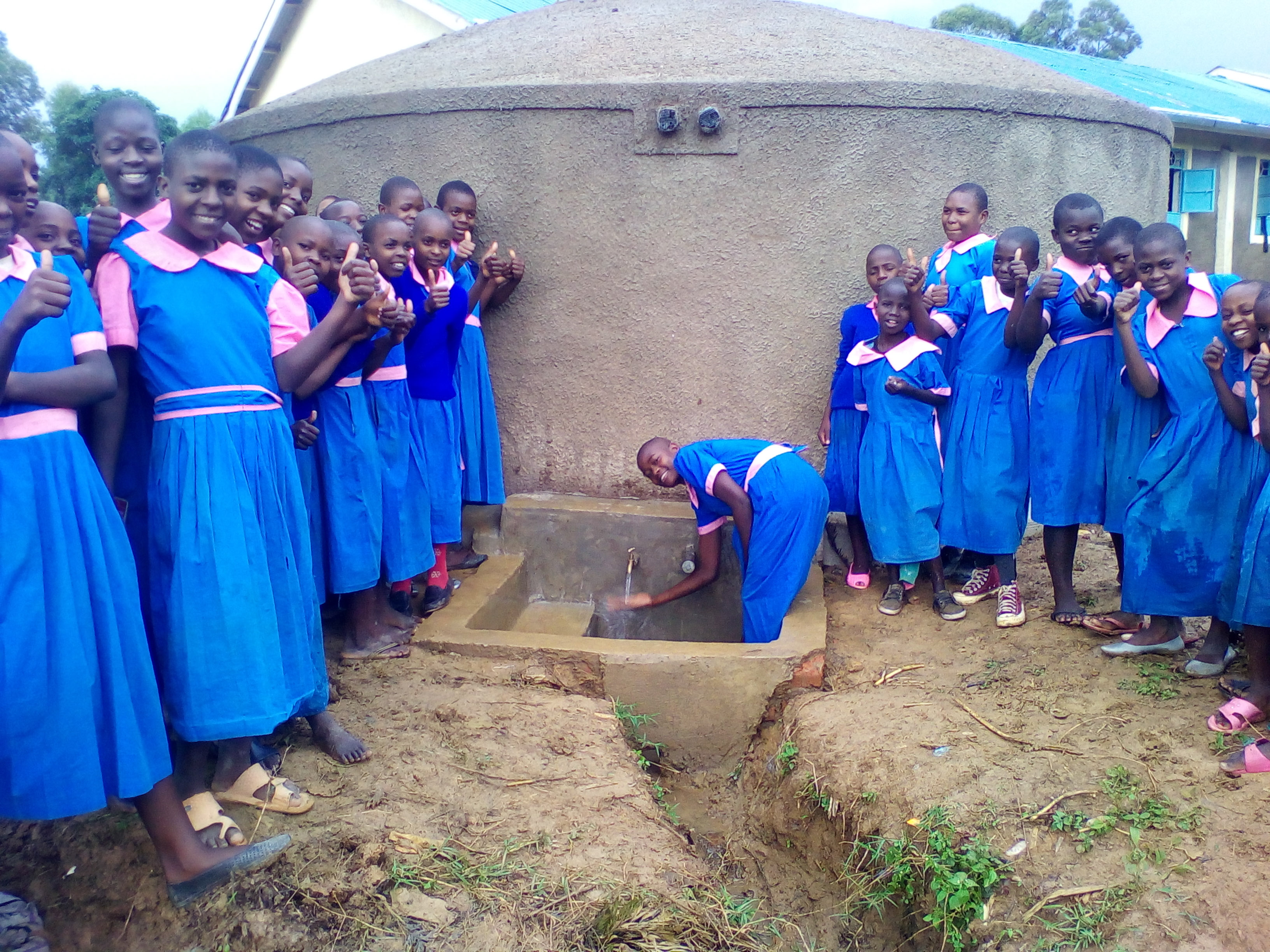 The Water Project : 25-kenya4695-clean-water
