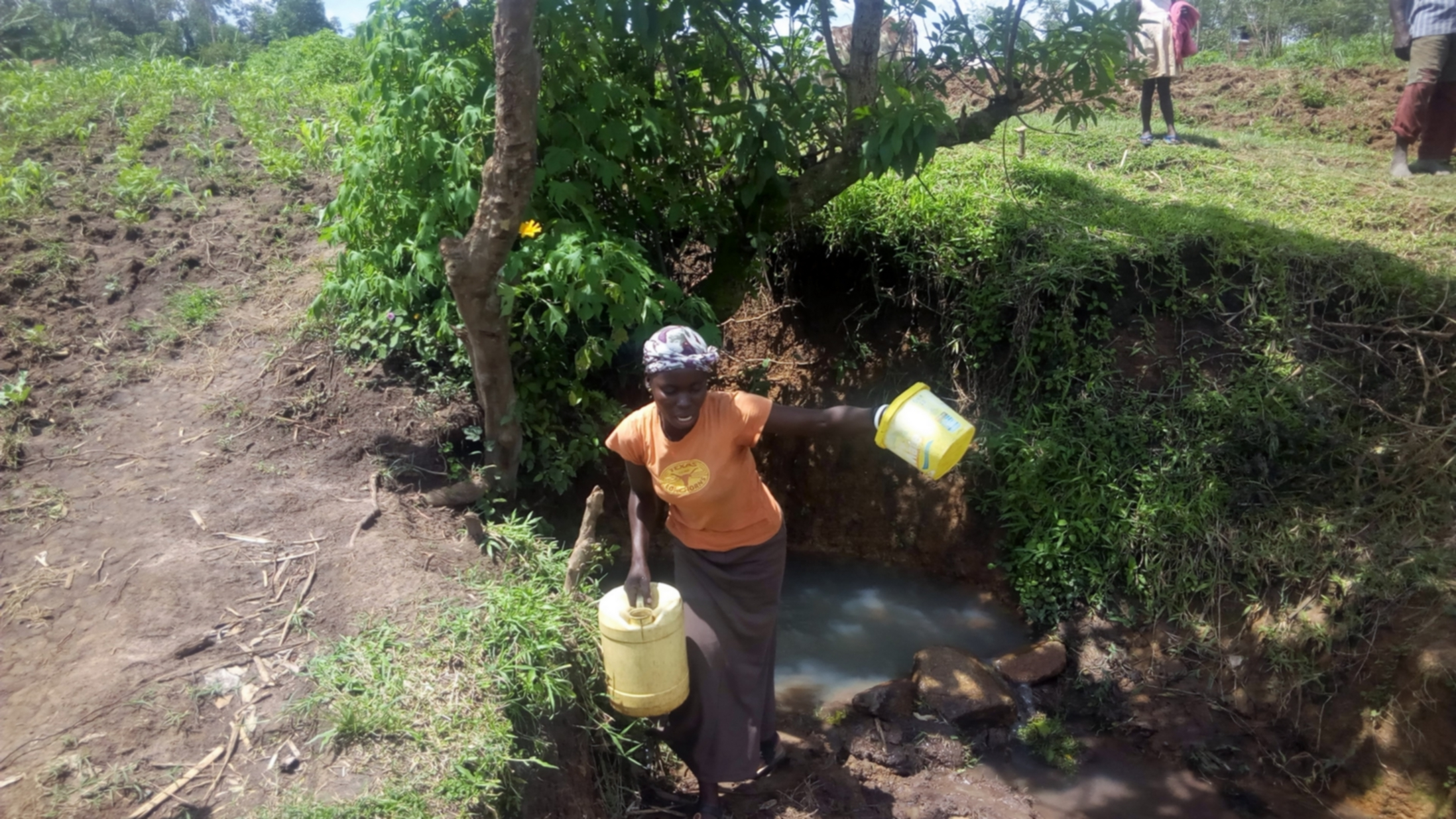 The Water Project : 3-kenya18114-carrying-water