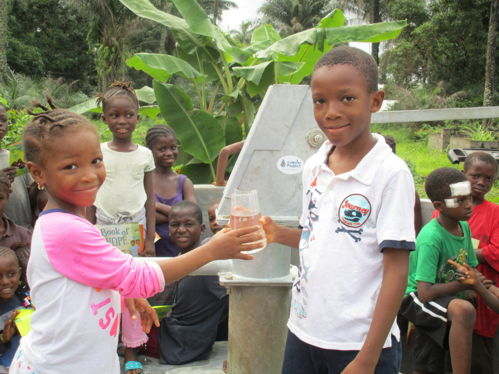 The Water Project : 31-sierraleone5128-clean-water
