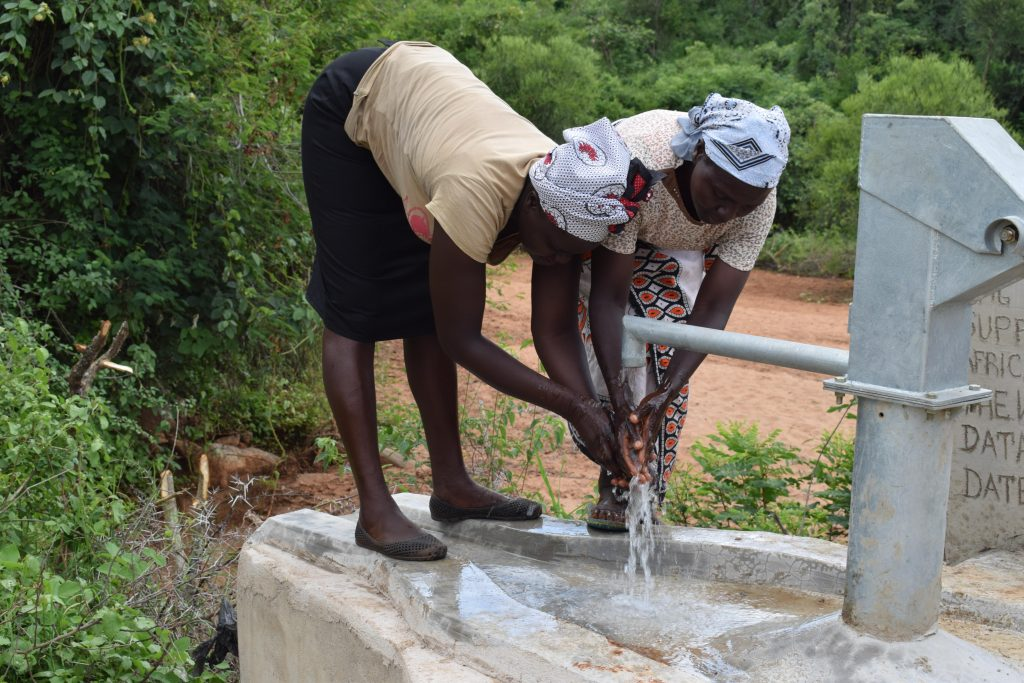 The Water Project : 7-kenya4795-clean-water