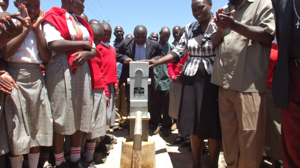 The Water Project : 21-kenya4874-clean-water
