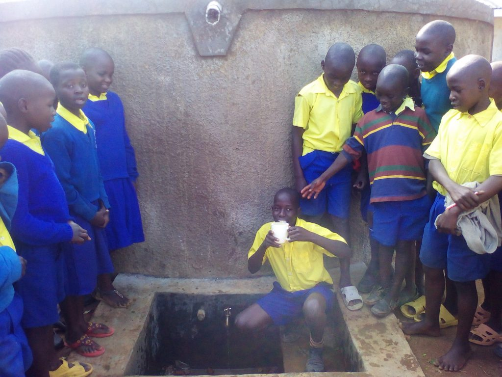The Water Project : 28-kenya4842-clean-water