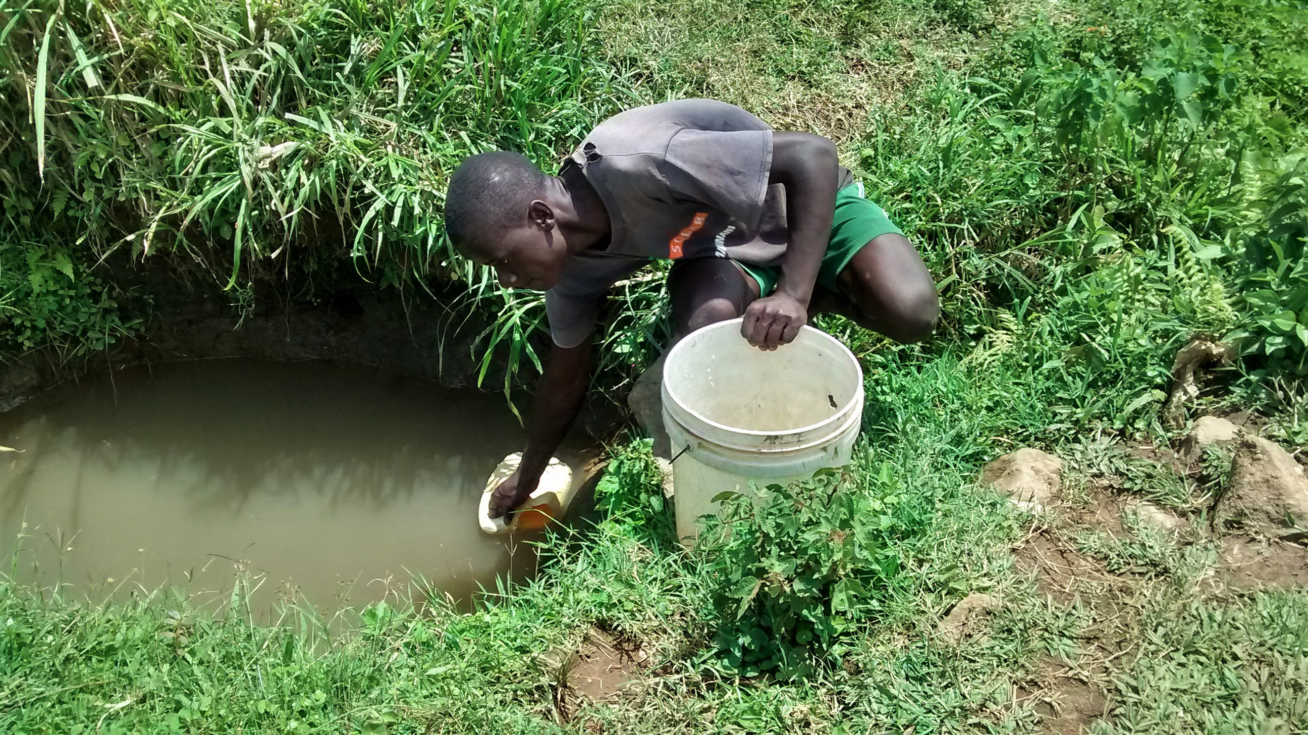 The Water Project : 3-kenya18102-vincent-fetching-water