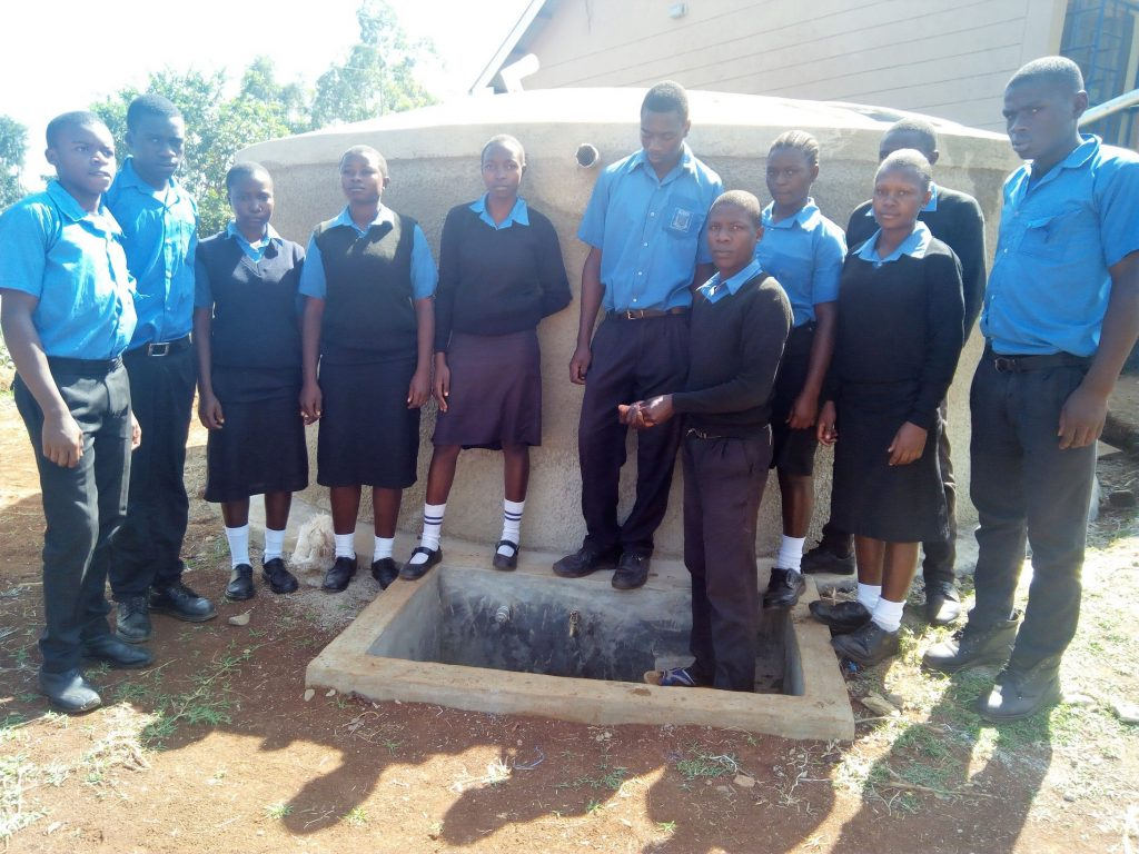 The Water Project : 32-kenya4670-clean-water