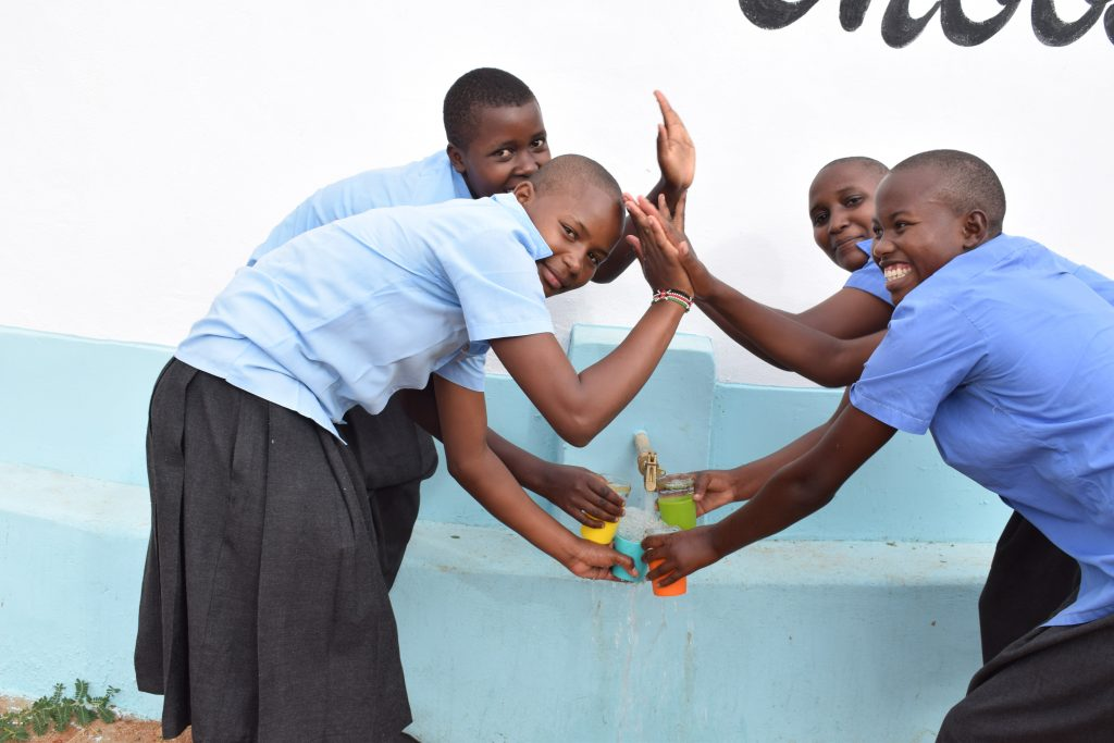 The Water Project : 32-kenya4871-clean-water