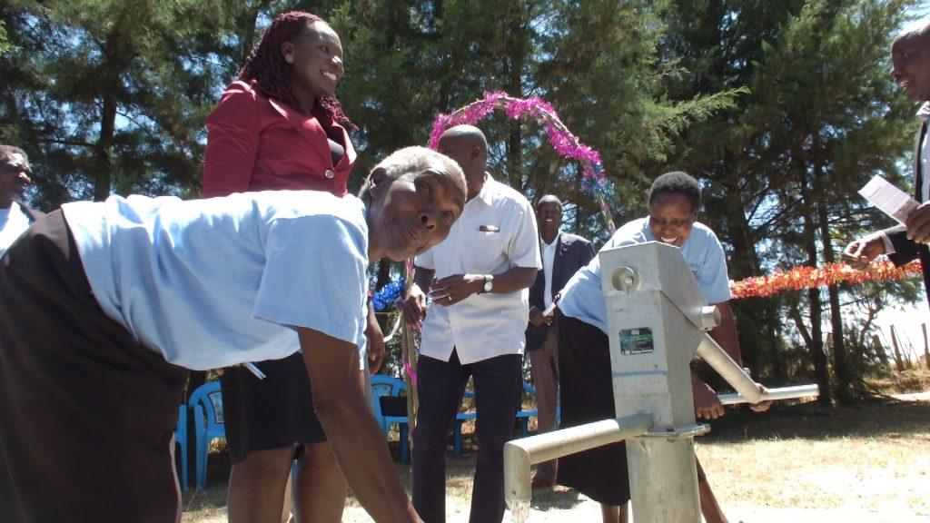 The Water Project : 48-kenya4804-handing-over