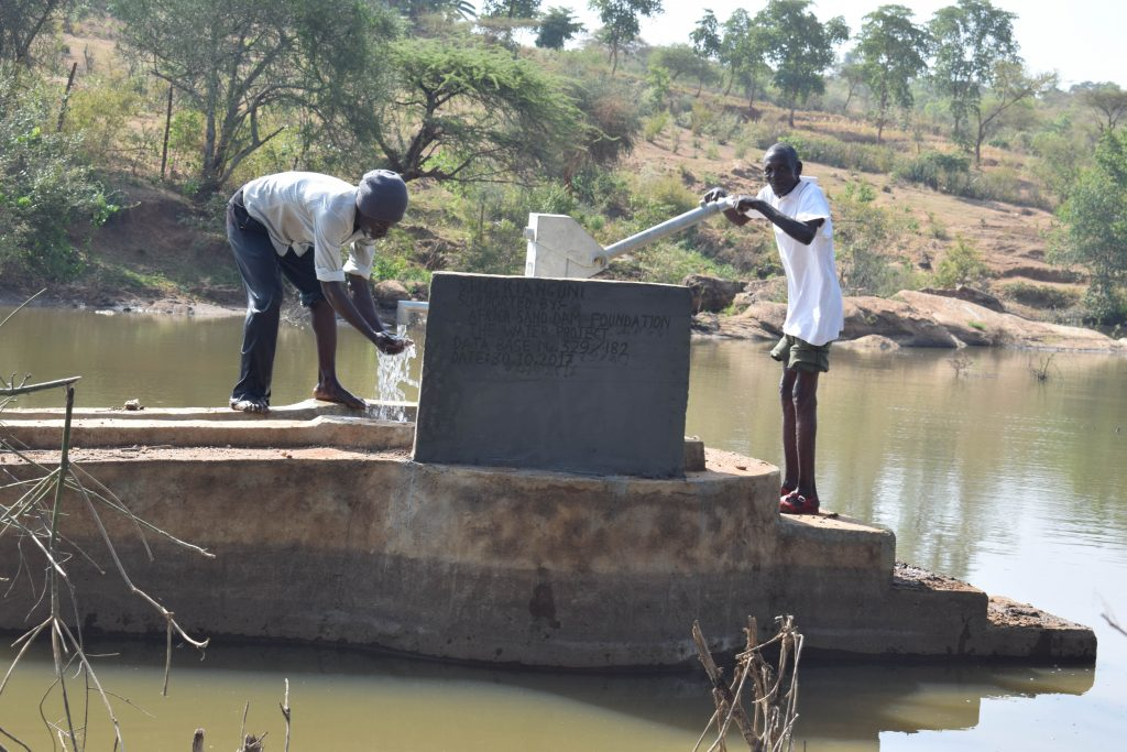 The Water Project : 5-kenya4868-clean-water