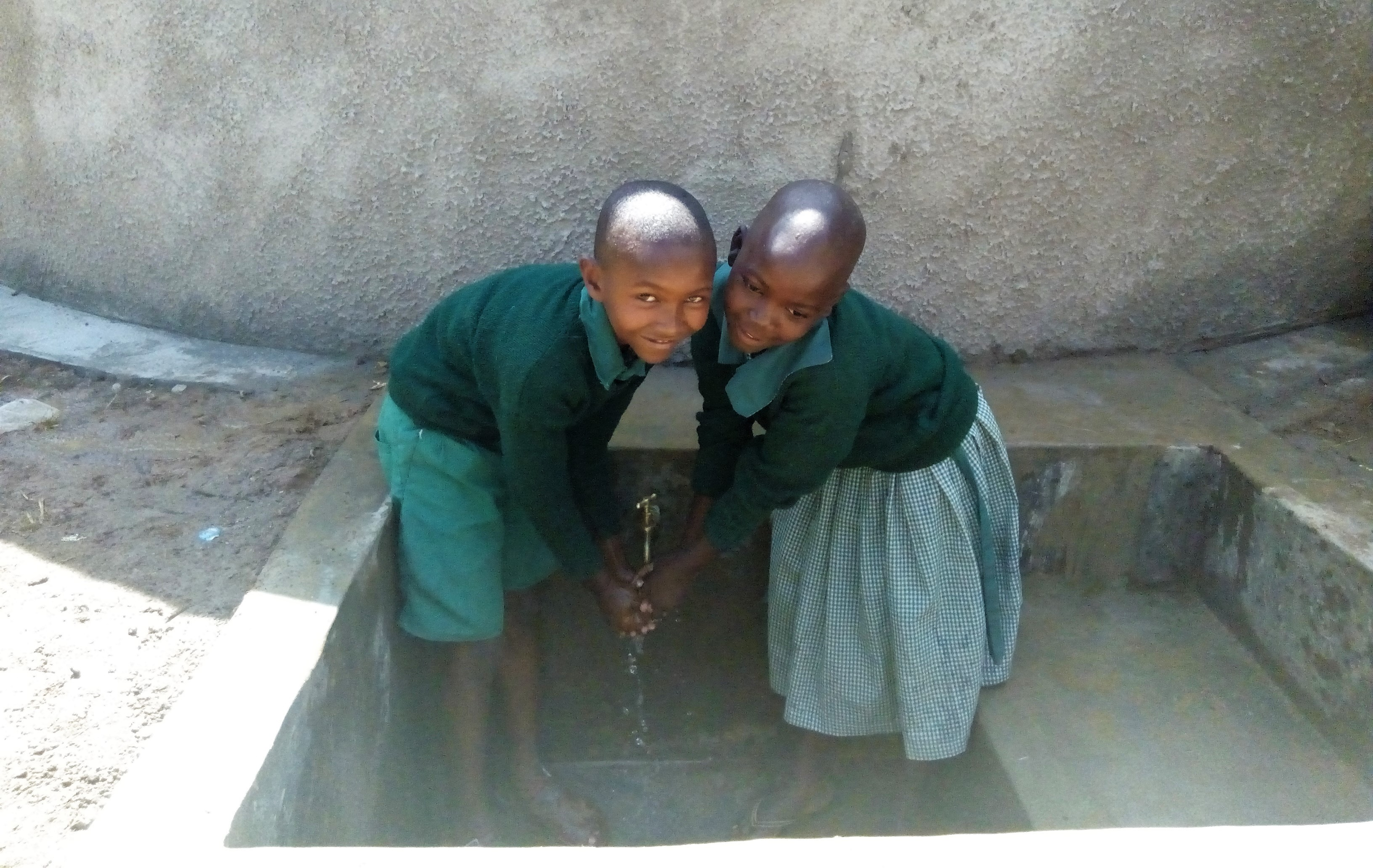 The Water Project : 25-kenya18005-clean-water