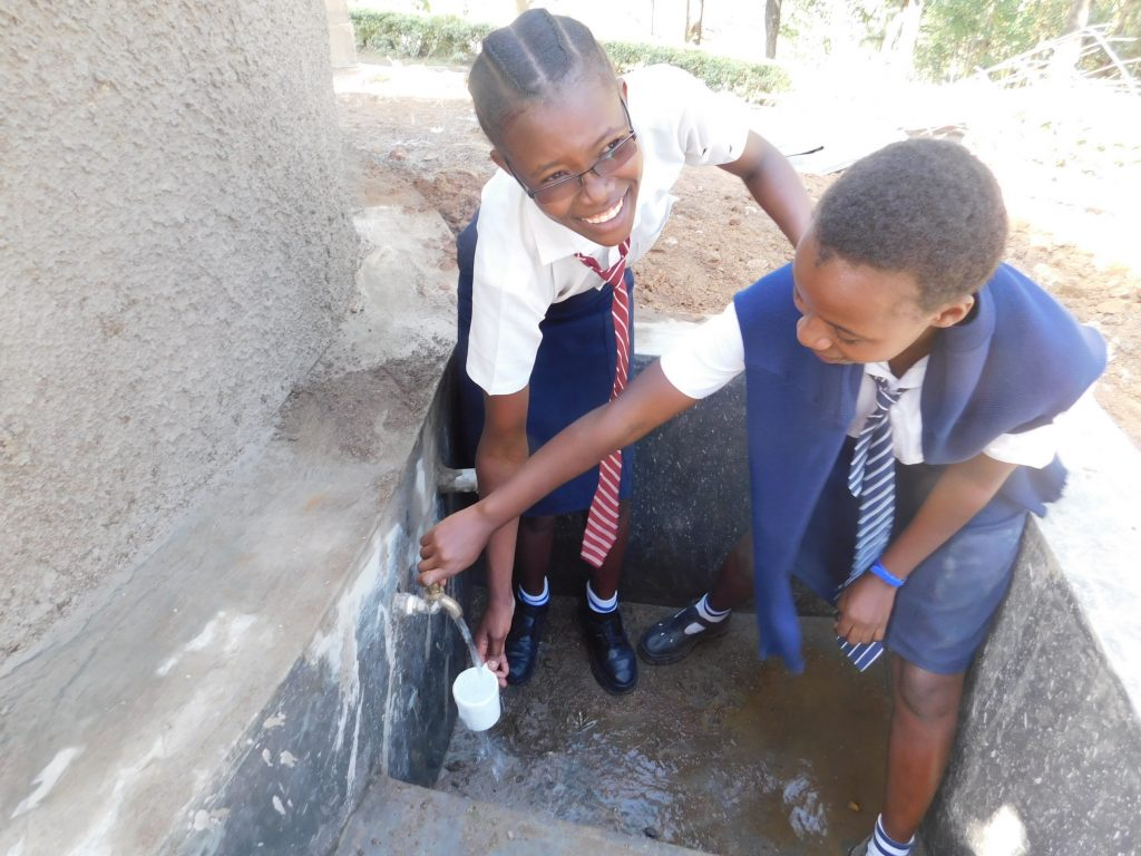 The Water Project : 25-kenya18011-clean-water