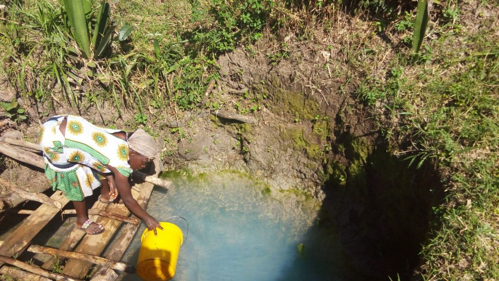 The Water Project : 3-kenya18123-fetching-water