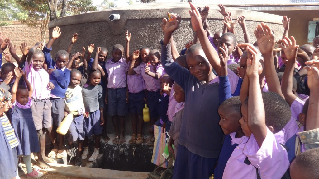 The Water Project : 33-kenya18010-clean-water