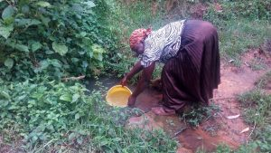 The Water Project:  Mrs Pendi Fetching Water