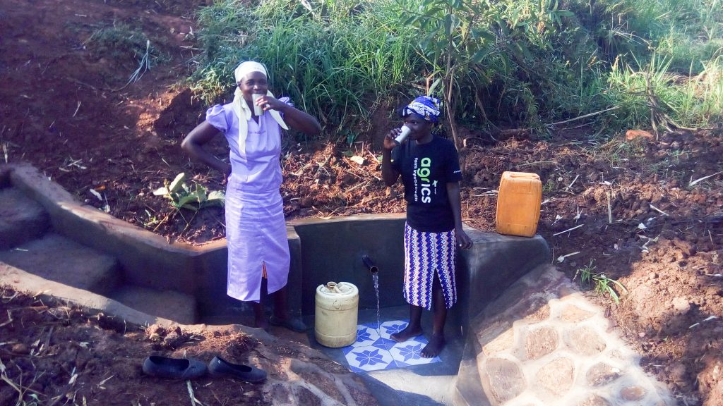 The Water Project : 23-kenya18122-clean-water