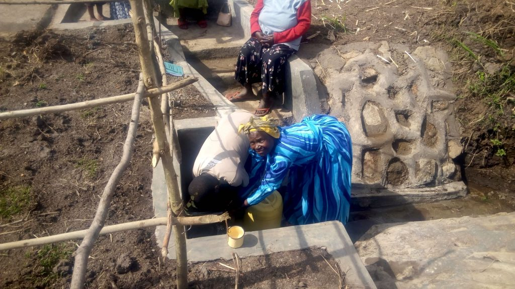 The Water Project : 24-kenya18107-clean-water