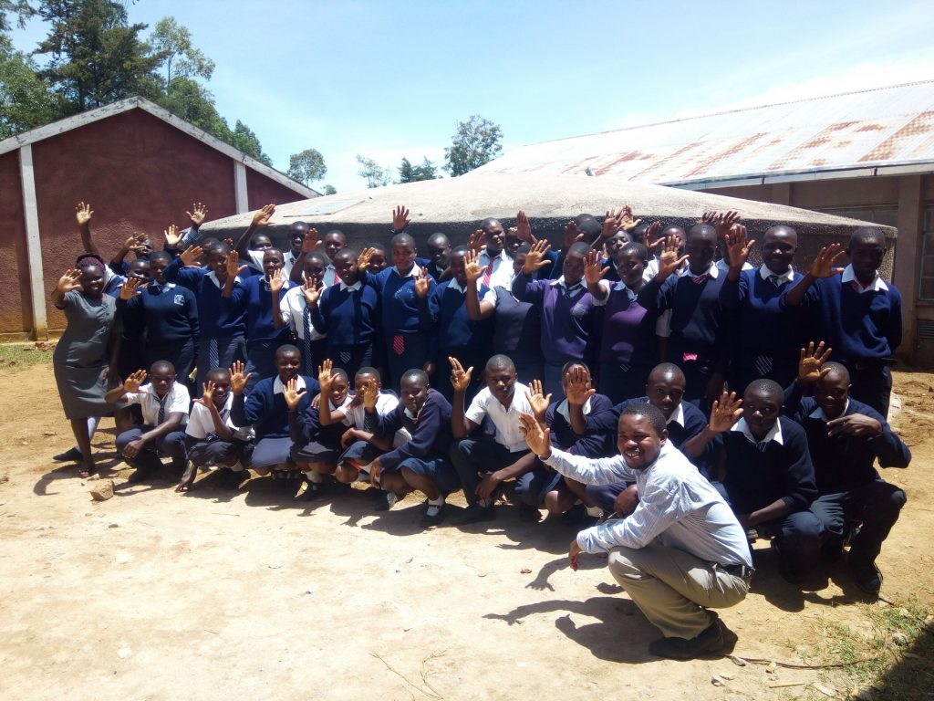The Water Project : 26-kenya18001-clean-water