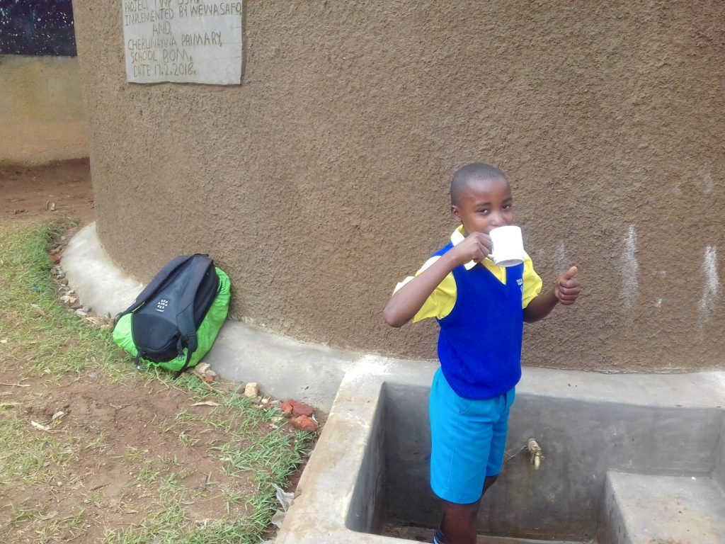 The Water Project : 27-kenya18052-clean-water