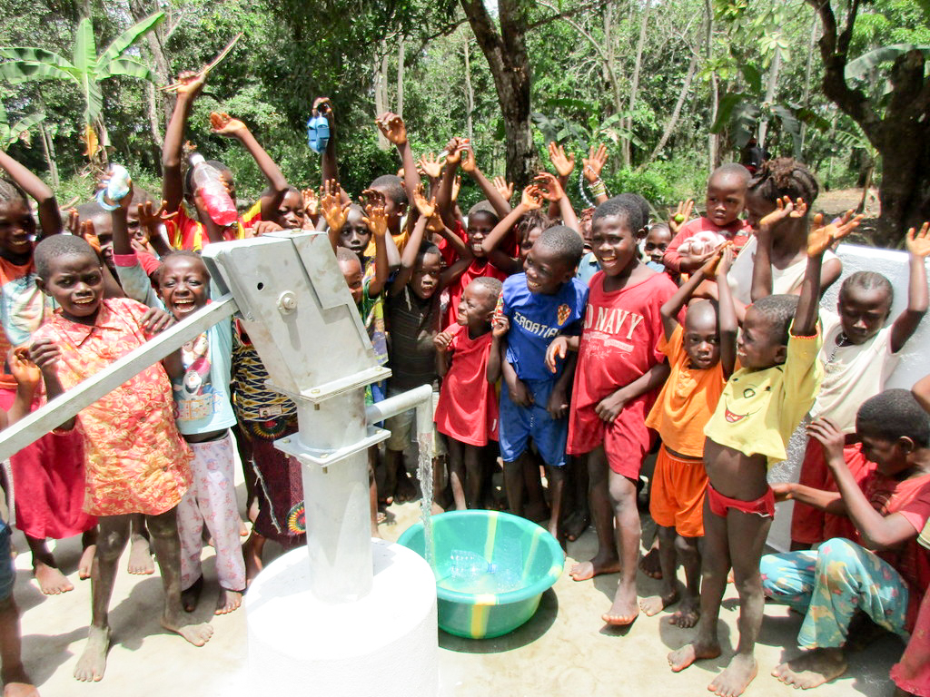 The Water Project : 28-sierraleone18250-clean-water