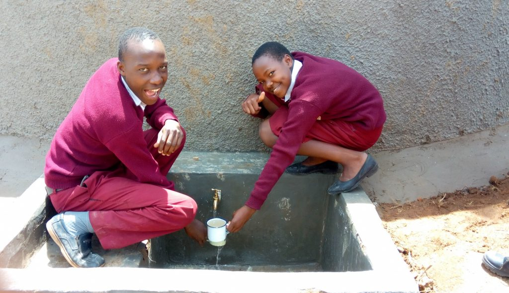 The Water Project : kenya18068-fetching-water