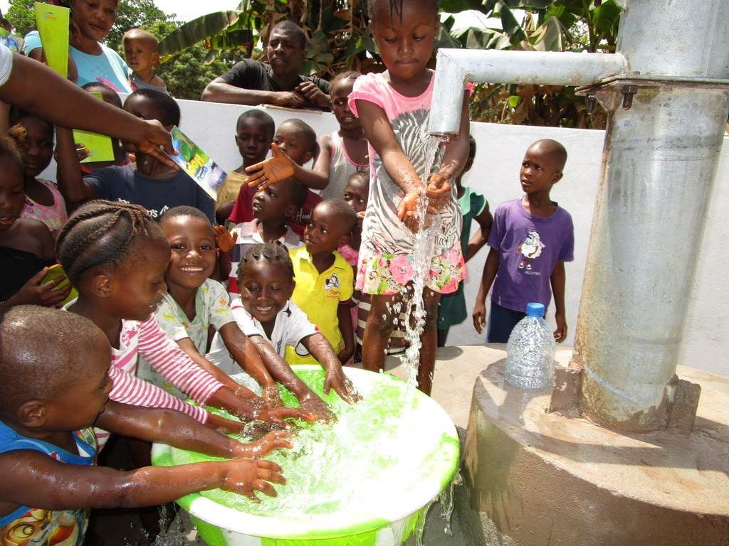 The Water Project : sierraleone18275-clean-water