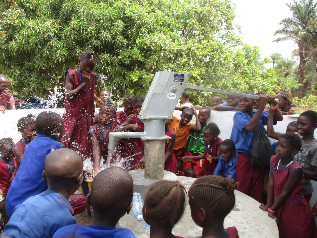 The Water Project : sierraleone18276-clean-water